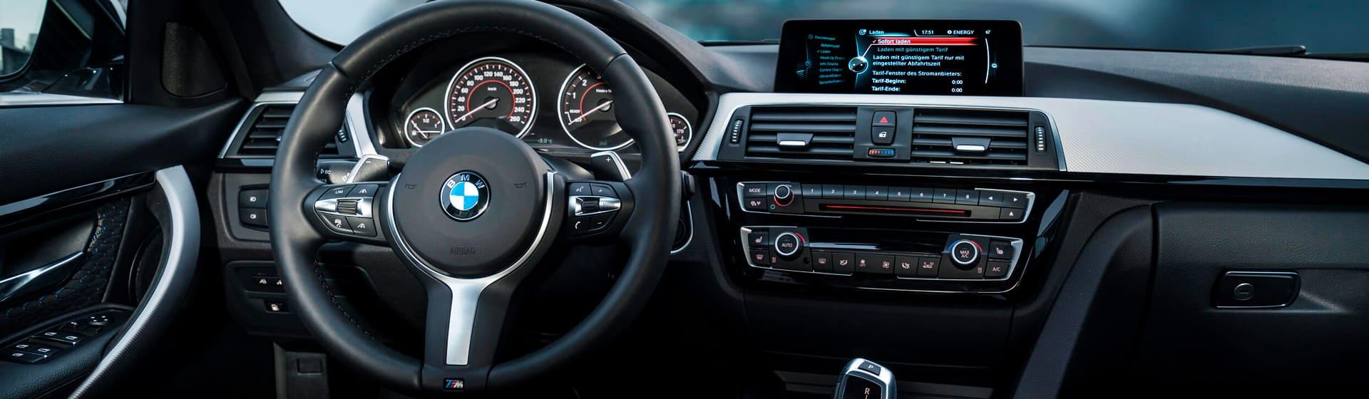 Автомобильная стилистика и акцент на одежду для автолюбителей